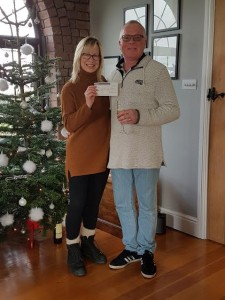 Sue presenting the cheque to Ian